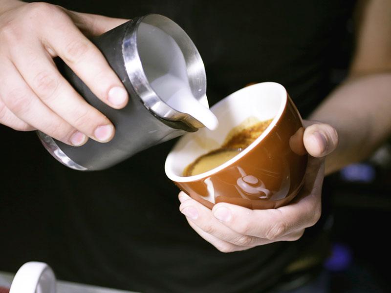 Accesorios para poner una cafetería: lo indispensable